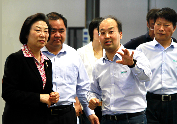 Member of CPPCC Standing Committee, Jing Liang Visited LandGlass